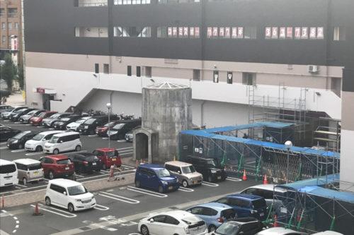 ダイエー時代から気になってました…イオン熊本中央駐車場に鎮座するドデカい筒