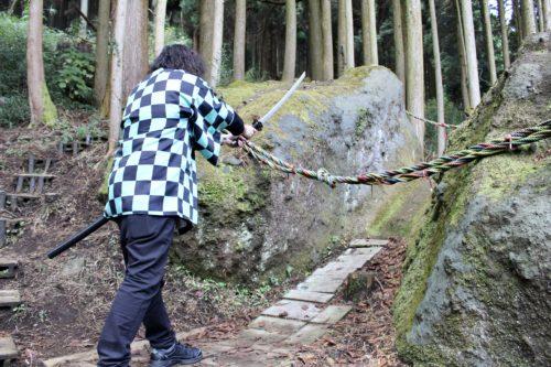 南阿蘇に「鬼滅の刃」の聖地があるらしい!炭治郎になりきって岩斬ってきた